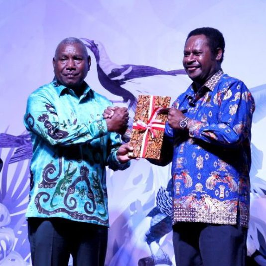 West Papua provincial governor Dominggus Madacan (left) announced the Manokwari Declaration at the International Conference on Biodiversity, Ecotourism, and Creative Economy in October 2018.